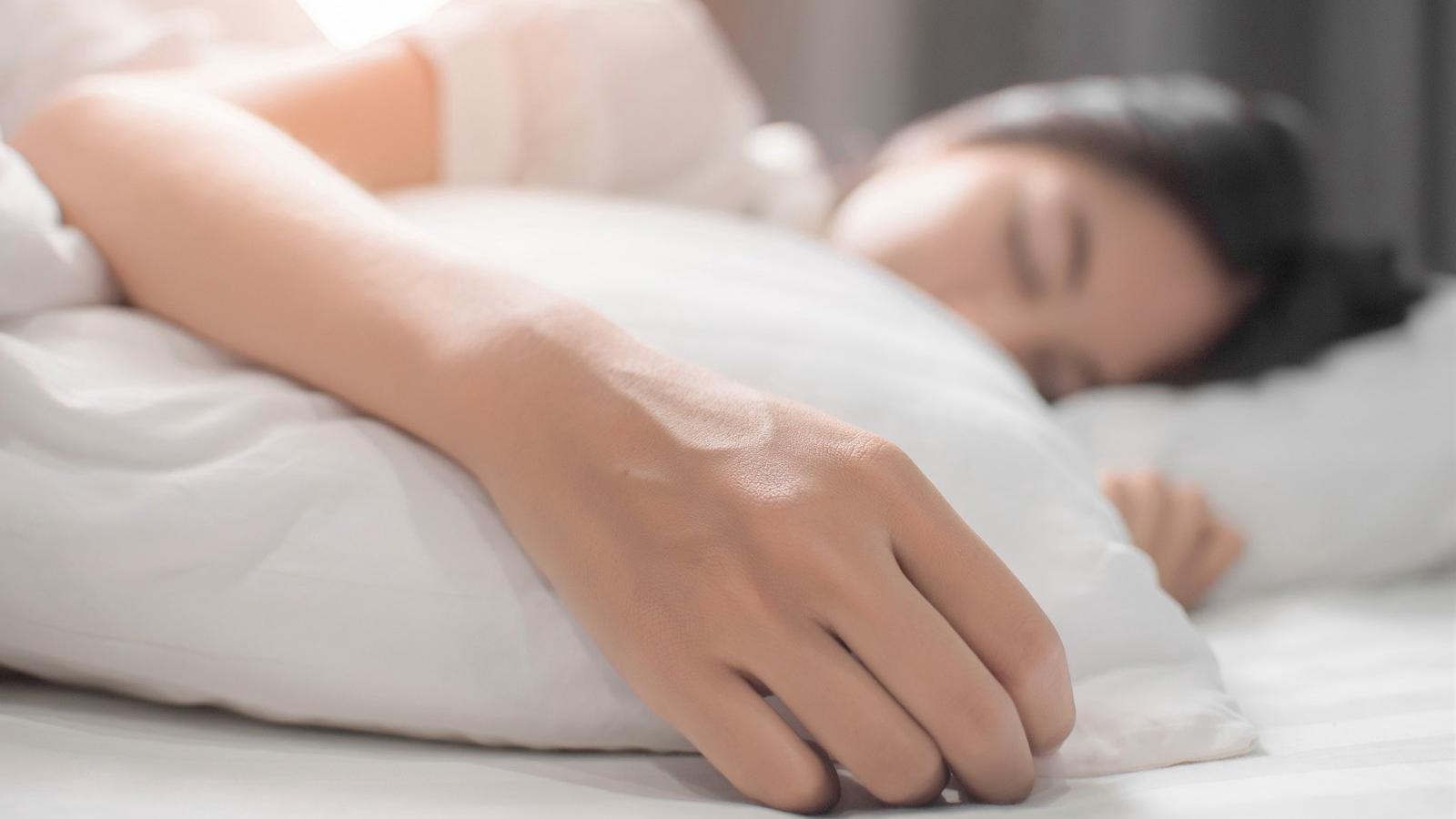 kevesebb alvás okozhat fogyást