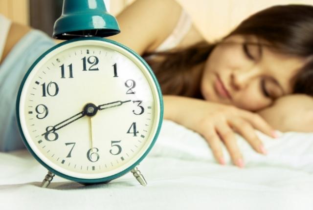 kevesebb alvás fogyás